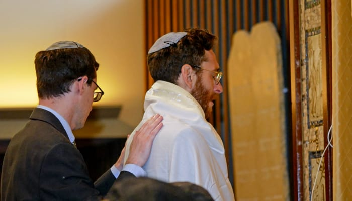rabbinical students praying